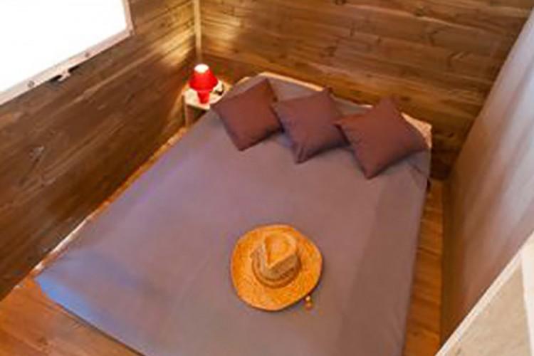 Chambre lit double mobilhome Ecolodge