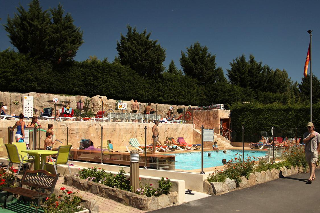 Piscine et parc aquatique camping auvergne le clos auroy for Camping puy de dome avec piscine