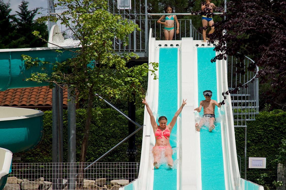 Piscine et parc aquatique camping auvergne le clos auroy for Camping en auvergne avec piscine