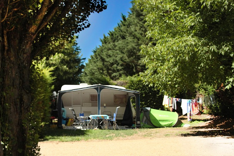 Good Pitches Of The 4 Stars Campsite. Emplacement Camping Auvergne