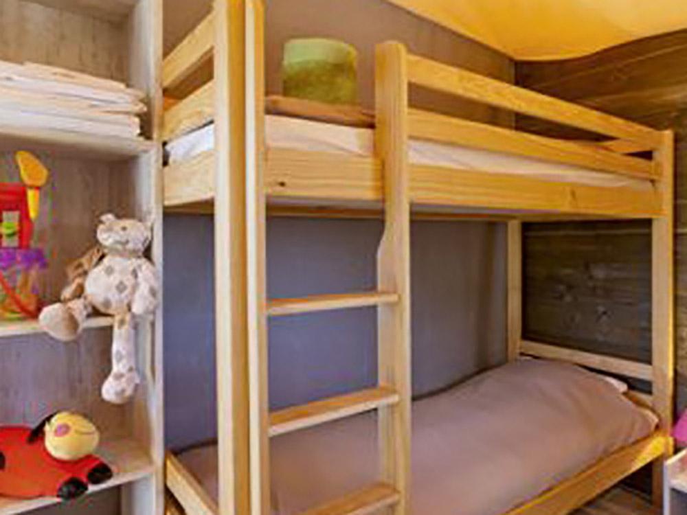 ecolodge tent camping auvergne le clos auroy. Black Bedroom Furniture Sets. Home Design Ideas