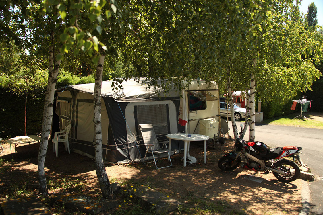 camping auvergne 4 toiles piscine chauff e clermont ferrand. Black Bedroom Furniture Sets. Home Design Ideas
